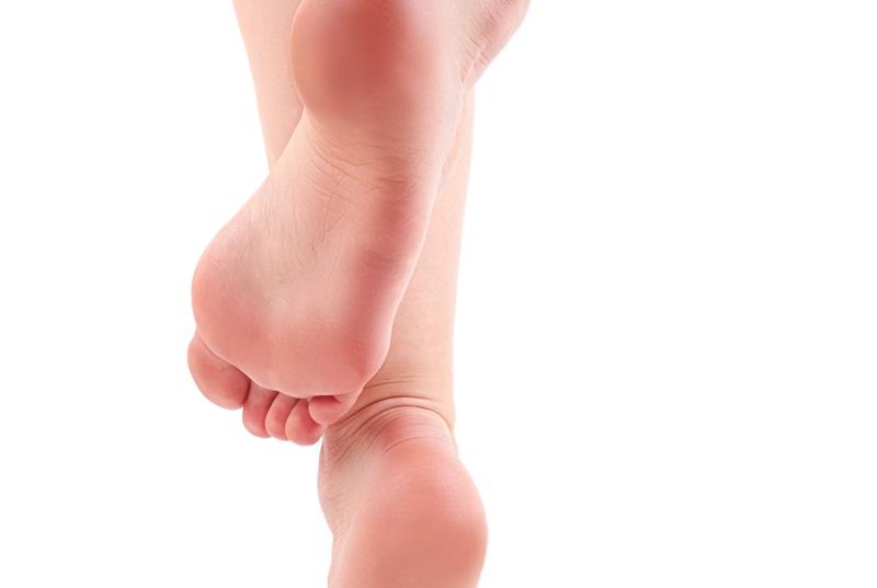 逆 剥け 原因 足の親指の指紋に沿って皮膚がささくれて困っています。